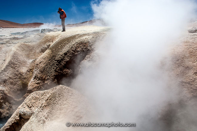 Photographing the geysers Sol de Manana, Bolivia