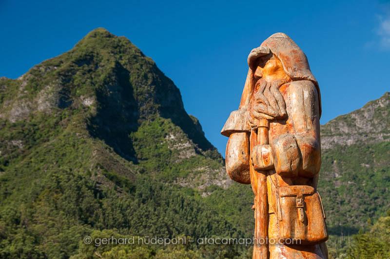 Wooden Robinson Crusoe Statue at San Juan Bautista, Robinson Crusoe Island