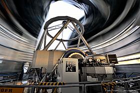 VLT telescope on Cerro Paranal, long exposure blurs the rotation of the dome