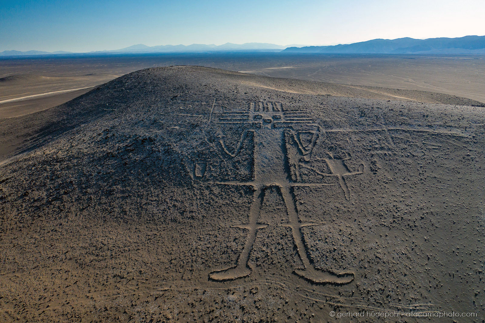 The Giant of Tarapaca (gigante de Tarapaca) on Cerro Unitas in northern Chile is the largest is the largest prehistoric anthropomorphic figure in the world